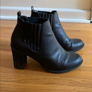 •dr. scholl's• black leather heeled boots